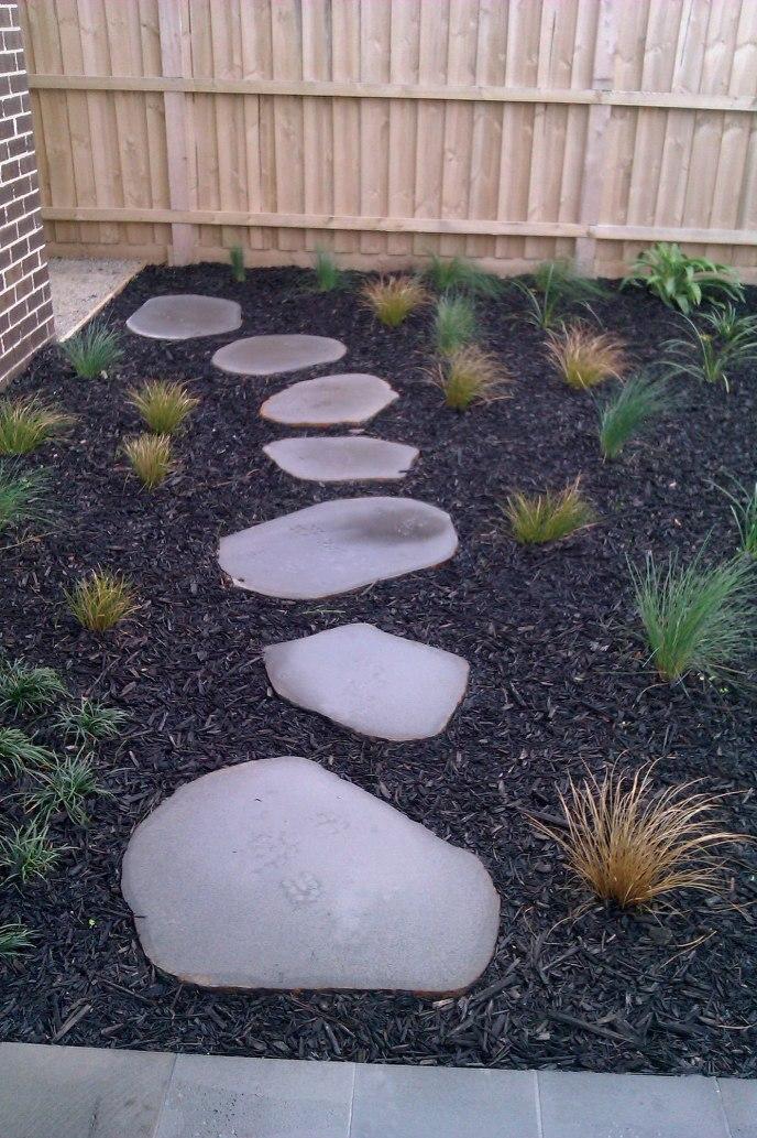 Natural Cut Bluestone Stepper path with mulch