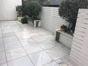 White Quartzite Paving_Wet