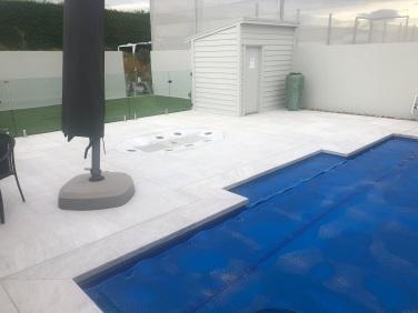 White Quartzite Dropface Pool Coping w matching paving