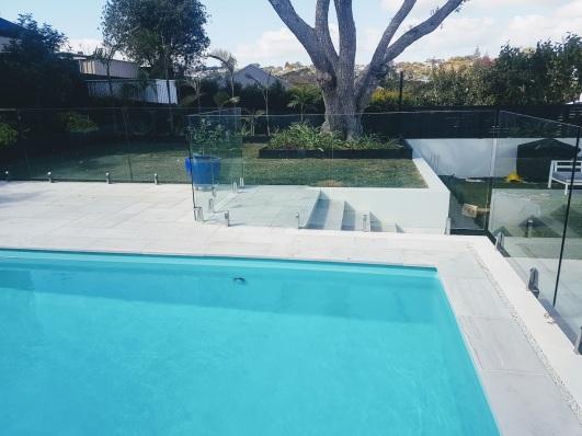 White Quartzite Square Edge Pool Coping with Ashlar pattern paving