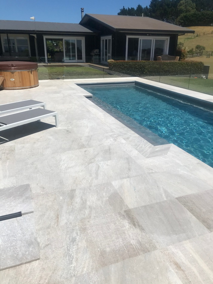 White Quartzite 1m Dropface with 6x6 paving
